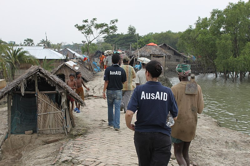 800px-AusAID's_Amanda_Jennings_and_Shahriar_Islam,_Bangladesh,_2010